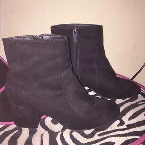 Boohoo black sude boots